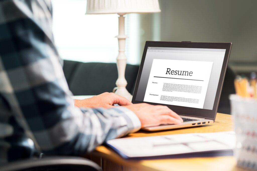 Using Virtual Vocations professional career services to write resume can help you in leveraging freelance experience.