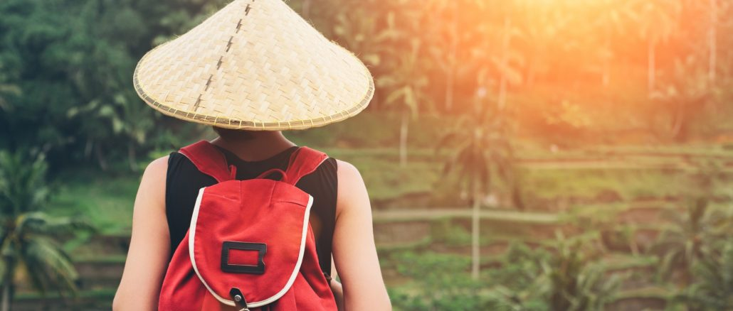 Digital nomad adjusting to culture abroad